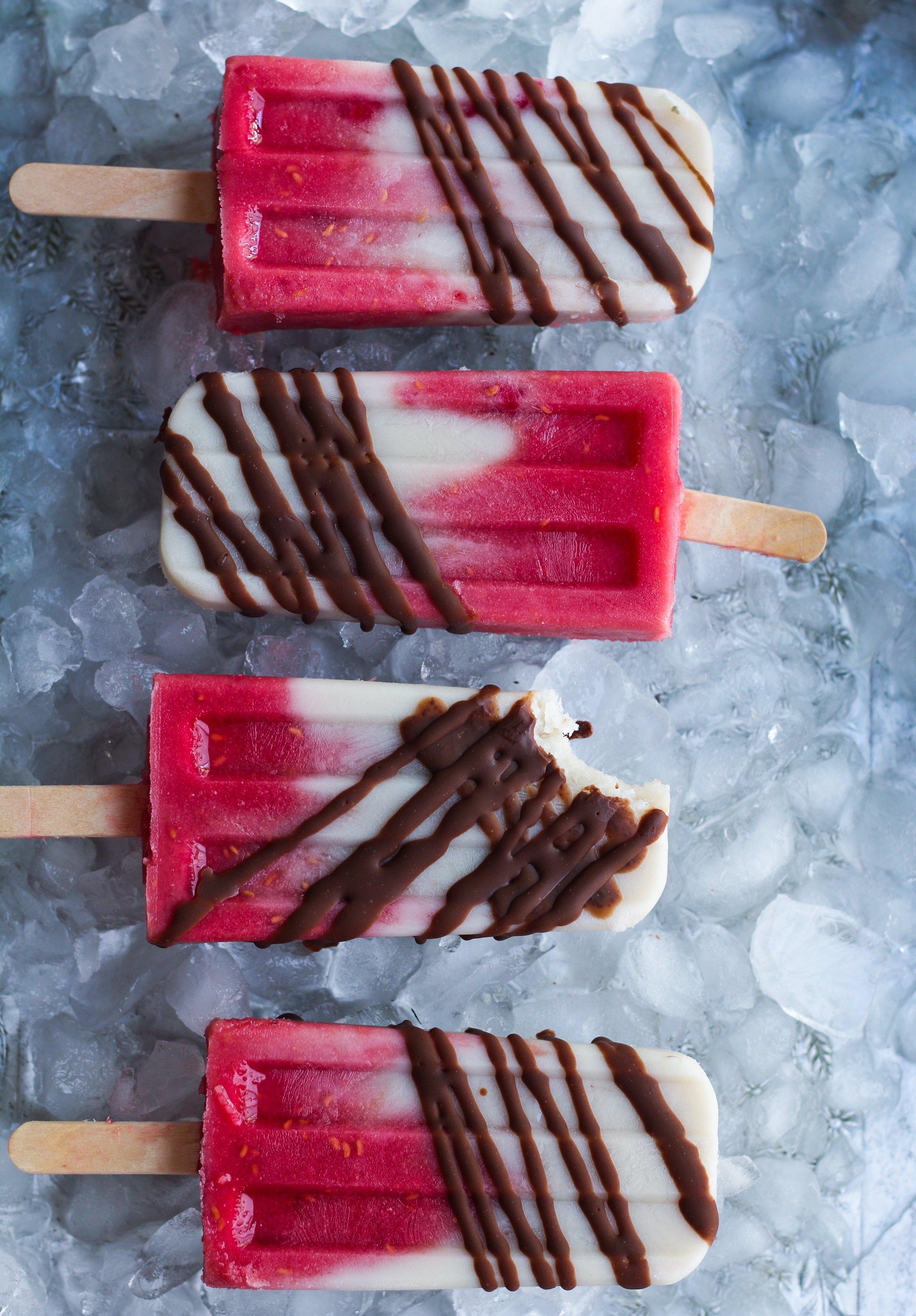 Creamy Almond-Coconut milk Raspberry Popsicles |foodfashionparty| #popsiclephotography #veganpopsicles