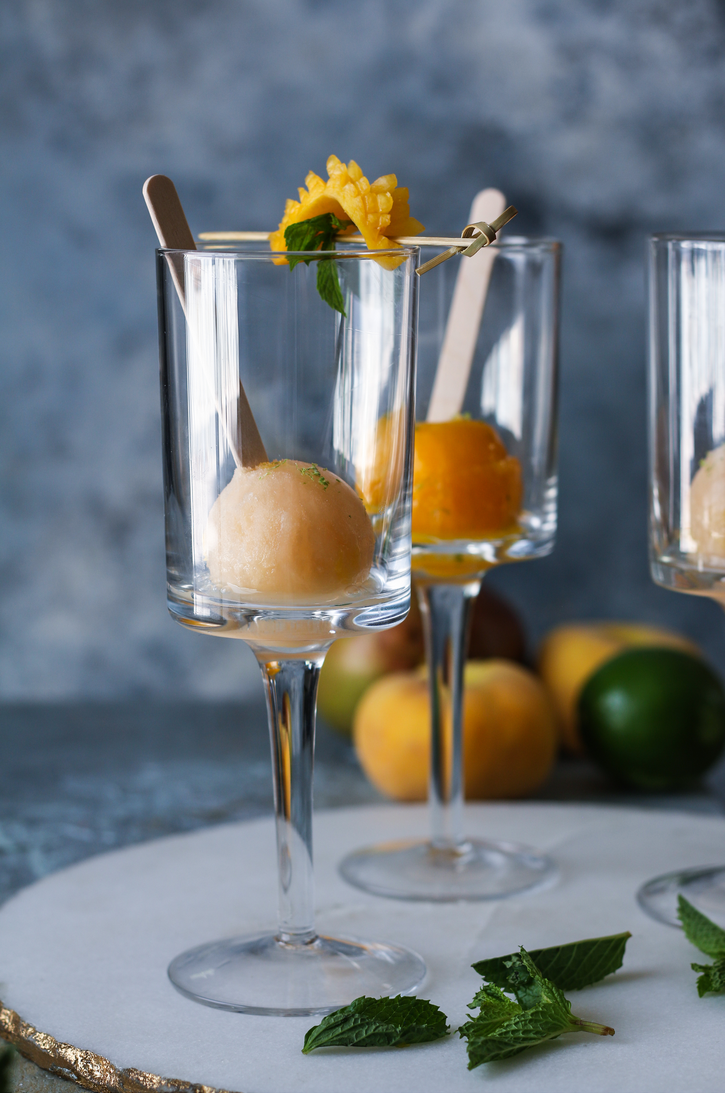 Mango and Peach Margarita pops with vodka & sparkling wine |foodfashionparty|