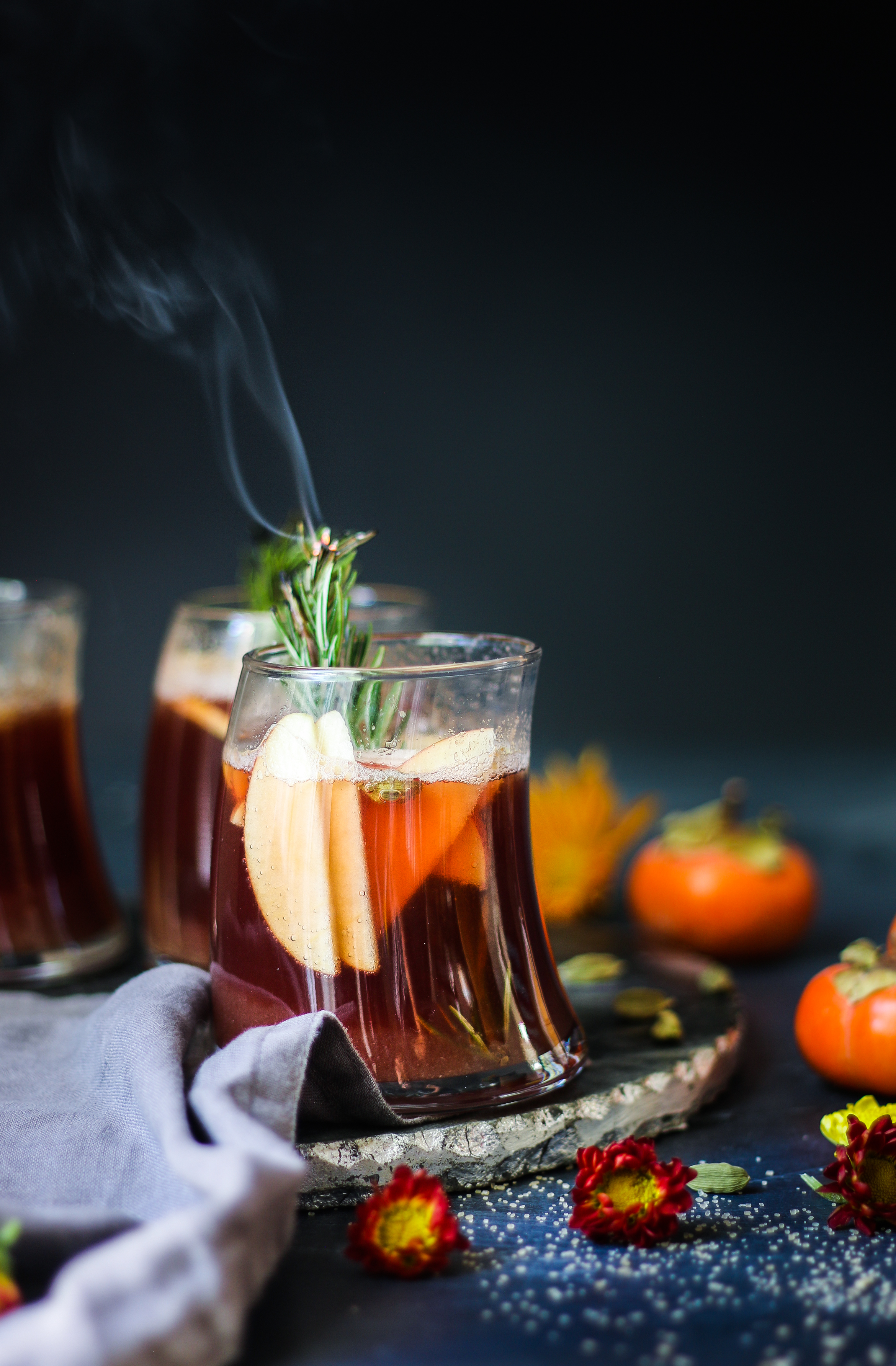 Spiced Maple Apple-Persimmon Sangria |foodfashionparty| #giveaway #autumncocktail