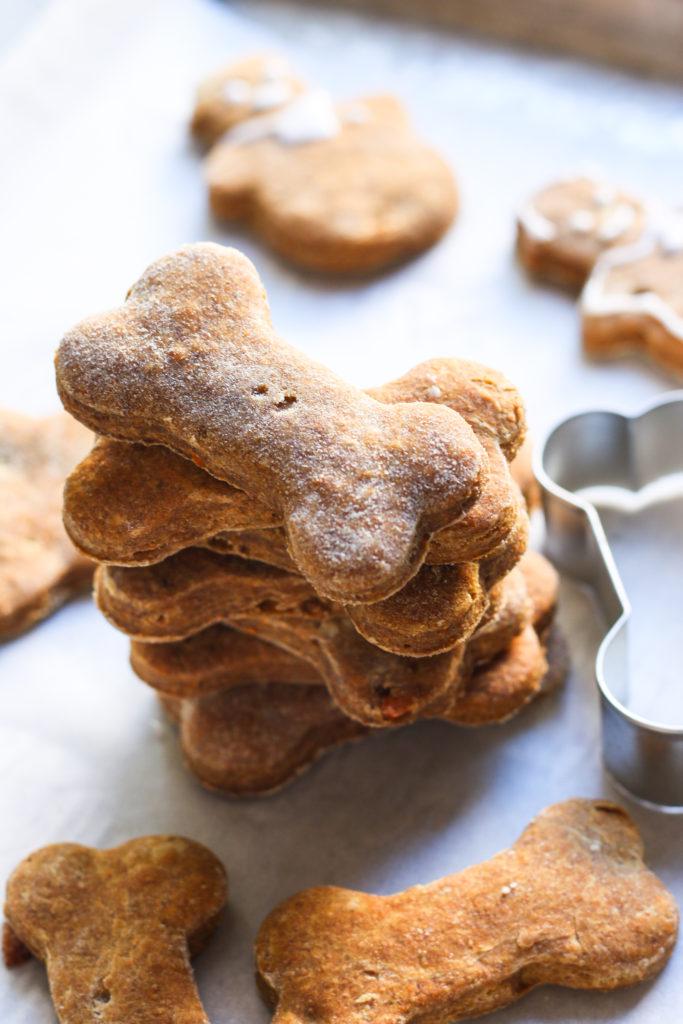 Homemade dog treats - Banana and Peanut butter |foodfashionparty| #dogtreats