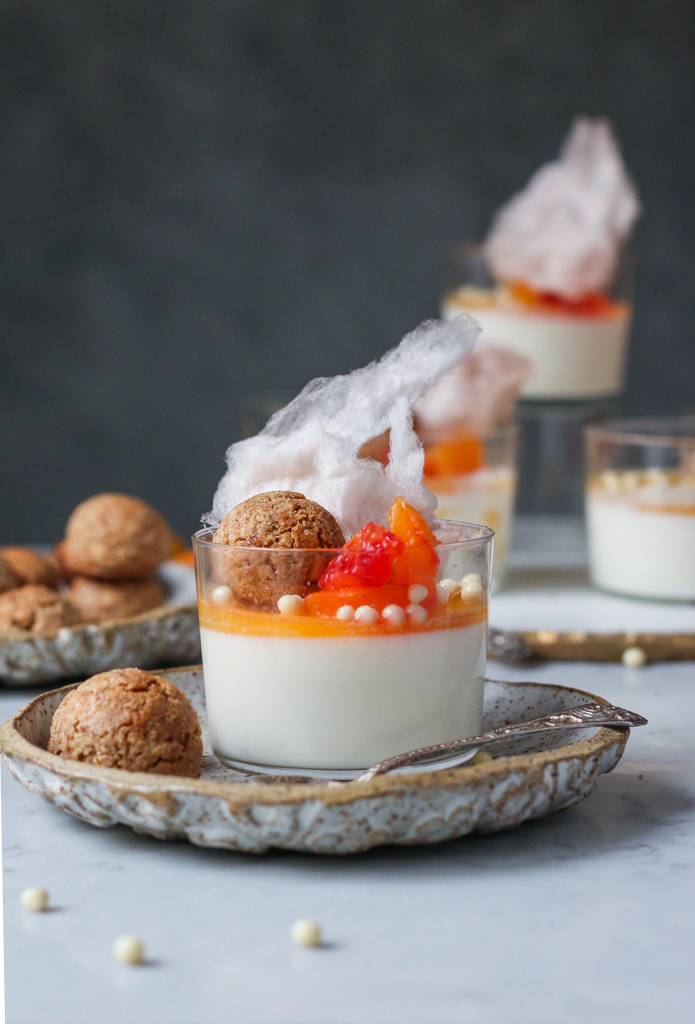 Baileys White chocolate panna cotta with Amaretti cookies |foodfashionparty| #valentinesdessert #bloodorangedessert